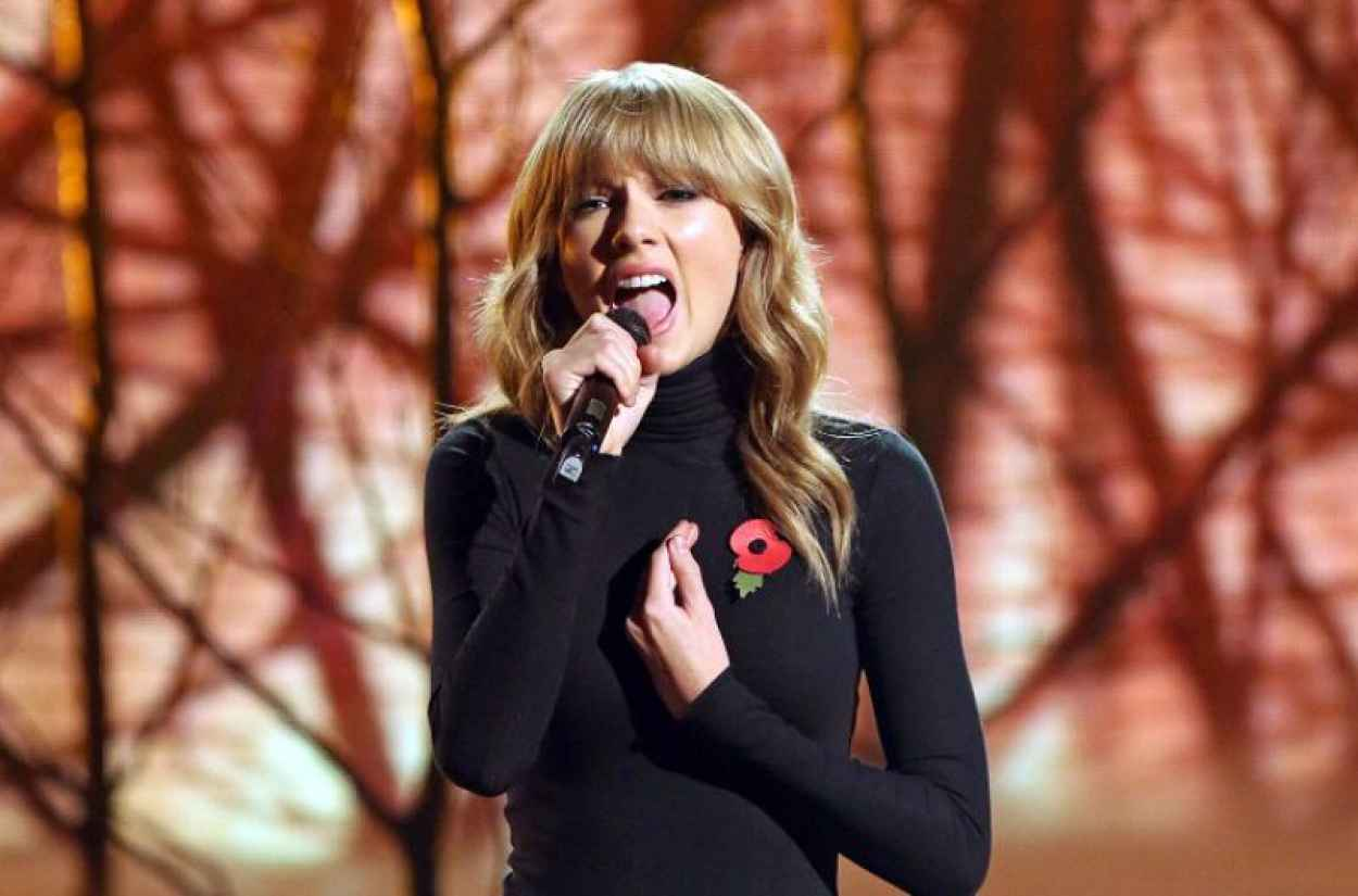 Taylor Swift Performing on X-Factor UK-1
