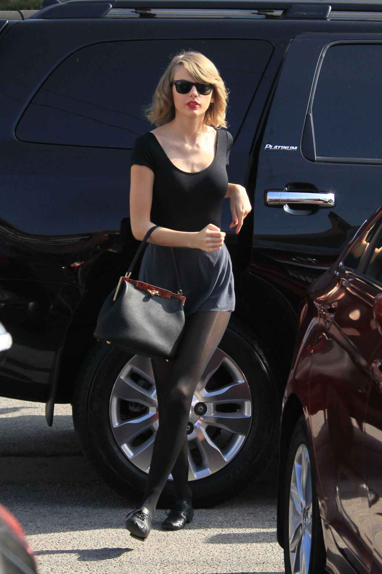 Taylor Swift Street Style - at a Dance Studio in Los Angeles, Feb. 2015-1