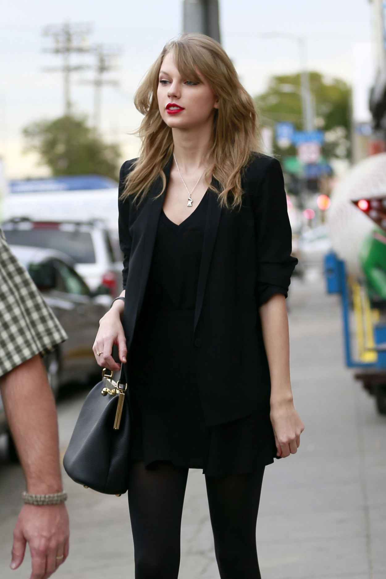 Taylor Swift Street Style - at an Antique Shop in Los Angeles, January 2015-1