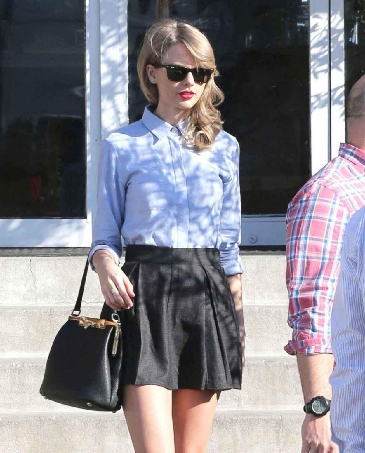 Taylor Swift Street Style - Culver City - January 2015-1