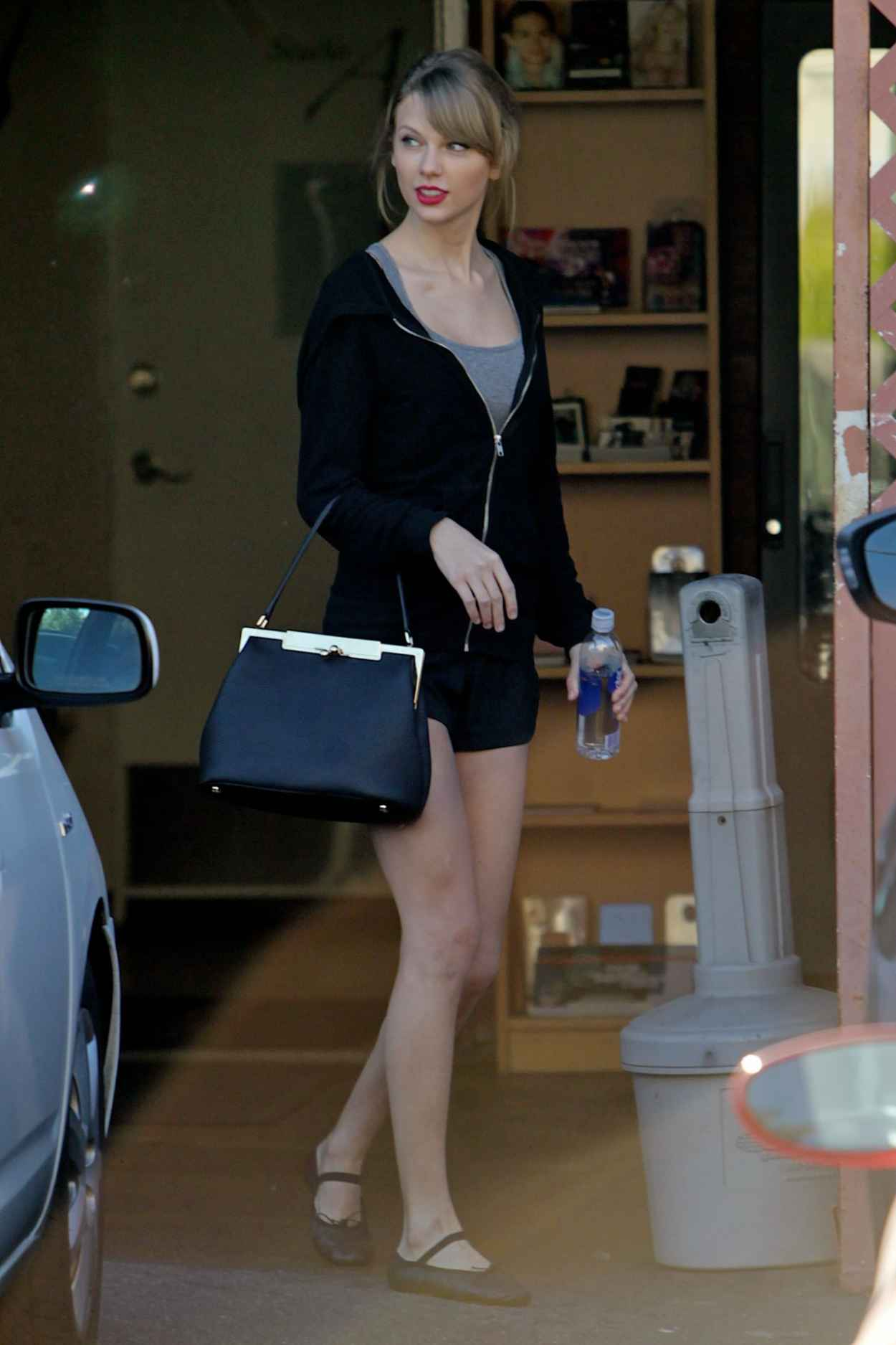 Taylor Swift Street Style - Heading to a Dance studio in Los Angeles, January 2015-1