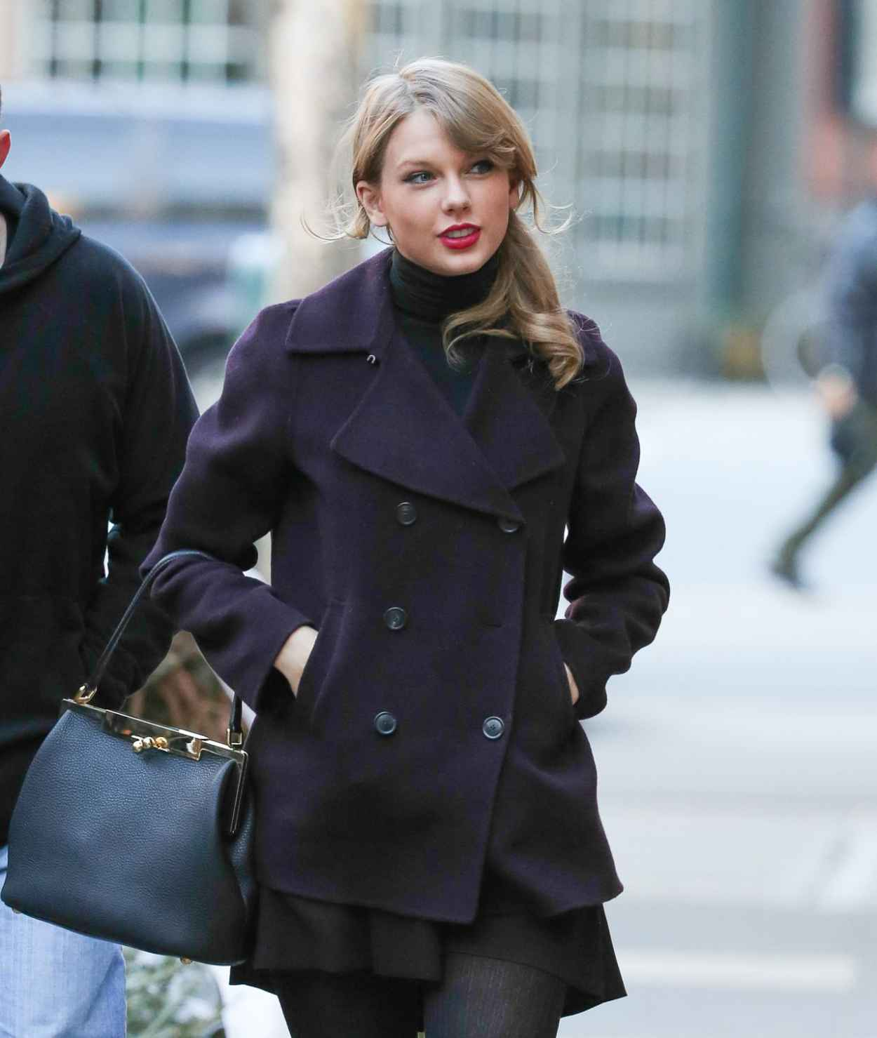 Taylor Swift Street Style - Looking for Appartment in New York, January 2015-1