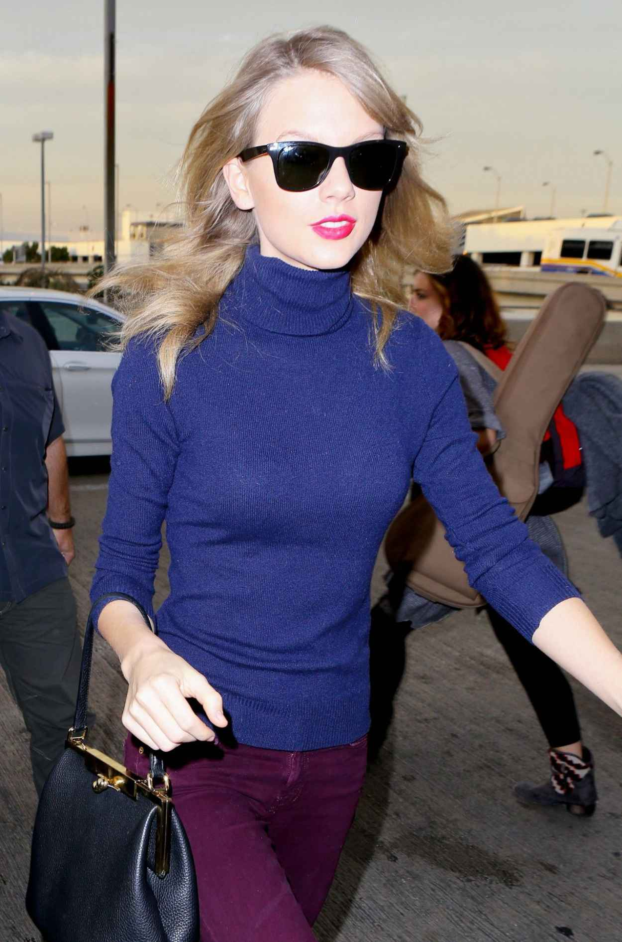 Taylor Swift Style - LAX Airport, January 2015-1