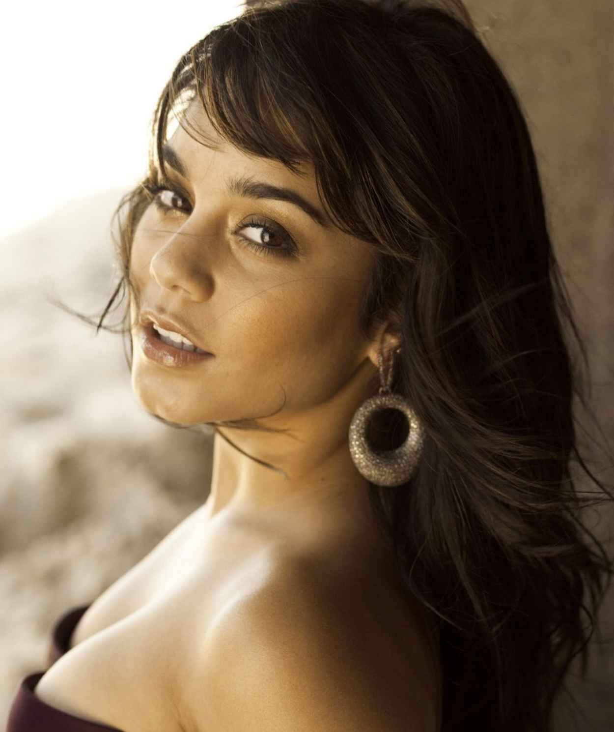 Vanessa Hudgens Photoshoot for ALLURE Magazine - October 2009-1