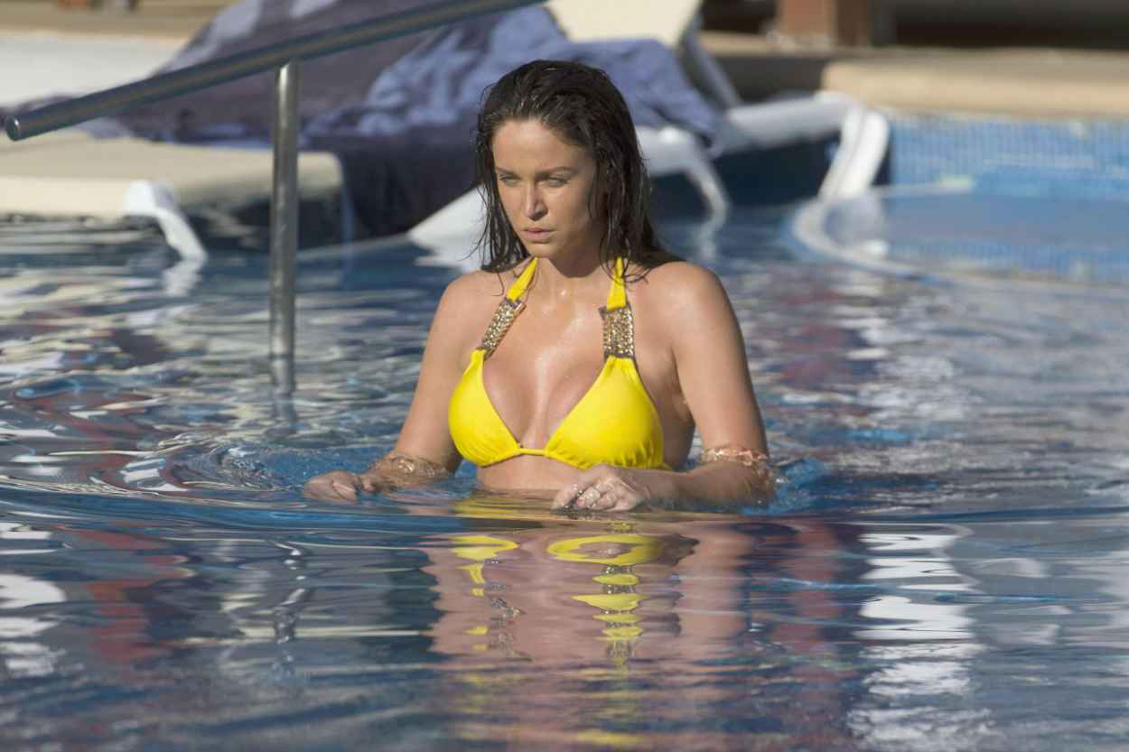 Vicky Pattison in a Yellow Bikini at a Pool in Mexico, May 2015-2