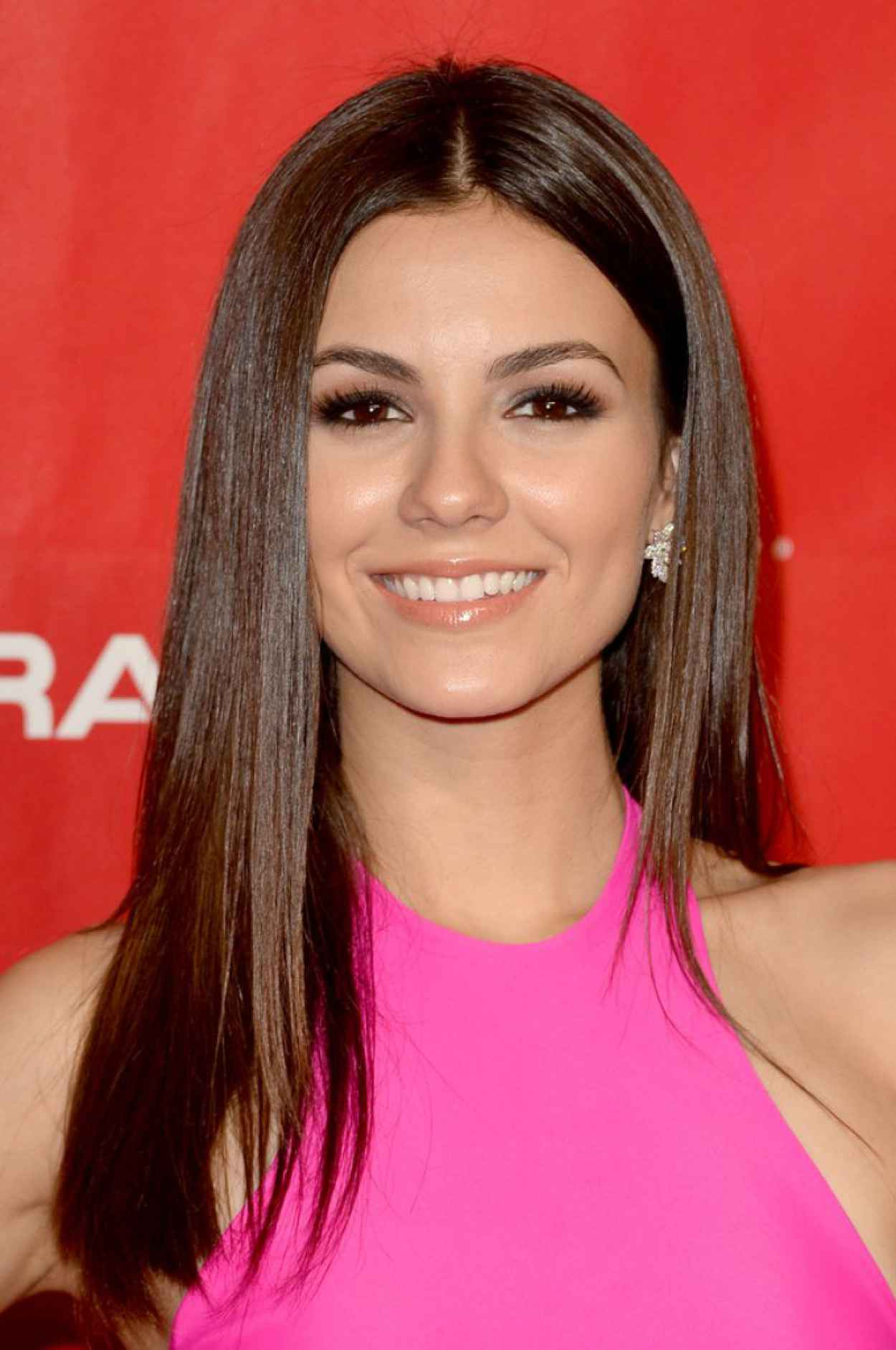 Victoria Justice - MusiCares Person Of The Year 2015 Gala in Los Angeles-1