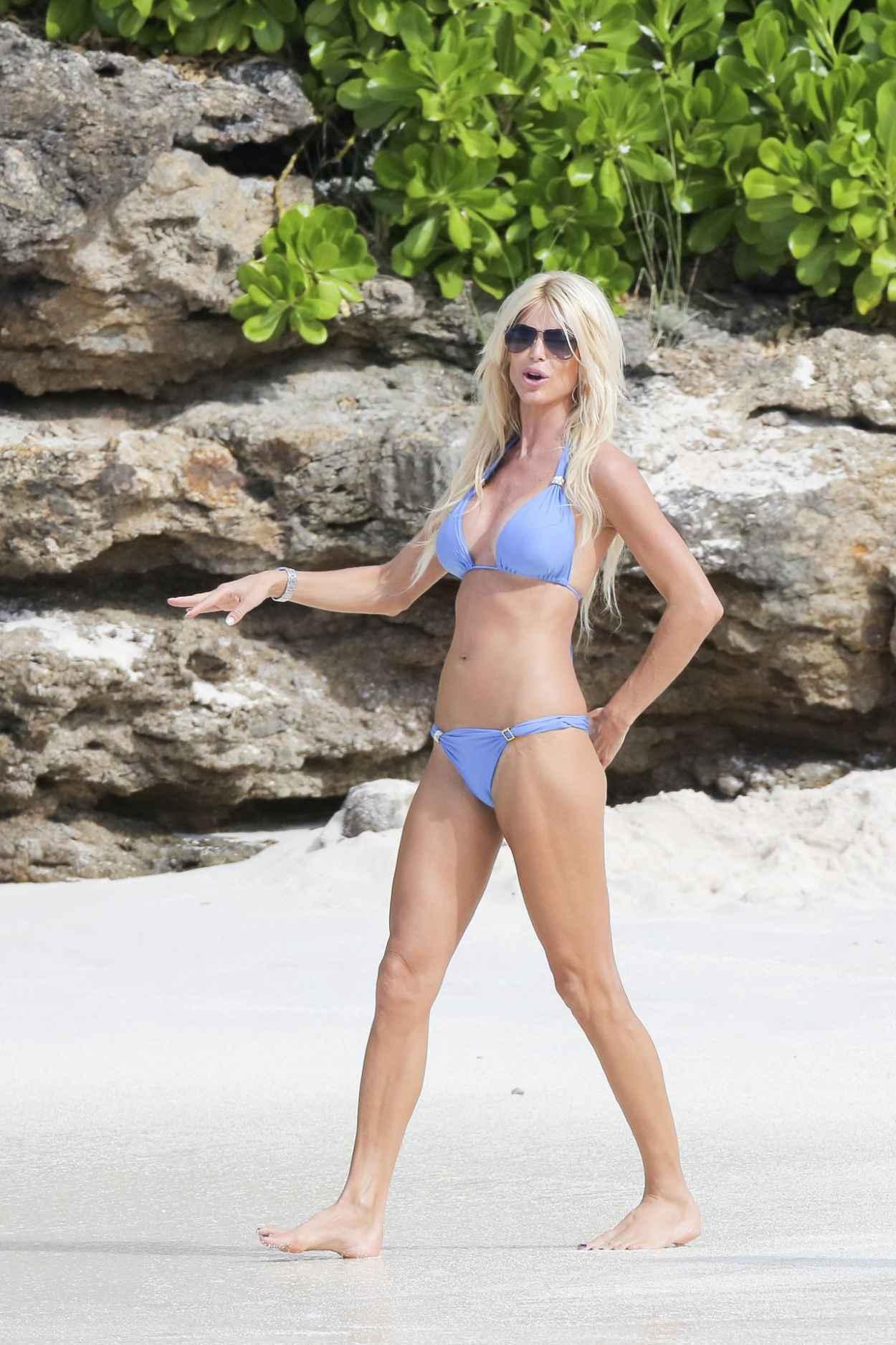 Victoria Silvstedt Bikini Candids - St. Barts, January 2015-1
